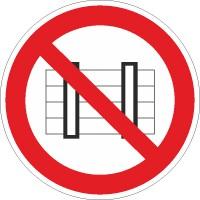 Verbotszeichen Nichts abstellen oder lagern nach BGV A8 (P12)