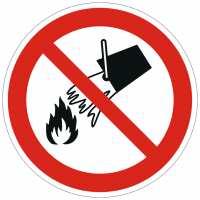 Verbotszeichen Mit Wasser löschen verboten nach ISO 7010 (P011)