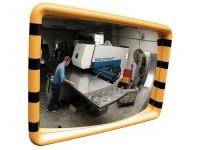 Industriespiegel mit gelb-schwarzen Rahmen